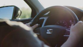 ハンドル 280x160 - 誰もが知るべき安全運転のコツ