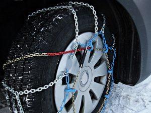 タイヤチェーン 冬 300x225 - 冬の運転のコツ