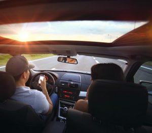 トラフィック 300x263 - 誰もが知るべき安全運転のコツ