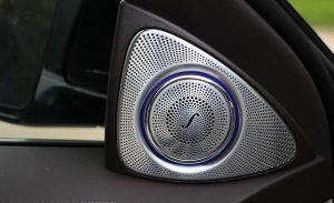 メルセデス車のスピーカー 300x183 - メルセデス車のスピーカー
