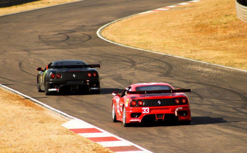 赤と黒のフェラーリ 820x510 - 男心をくすぐる、最高のスポーツカーを紹介