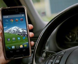 スマートフォンアプリ 300x248 - 夏に運転する際のコツ