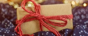 贈り物 300x125 - カーレース好きへ贈りたい、おすすめプレゼント