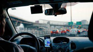 車の運転 300x169 - ダウンロードしておきたい!おすすめの車アプリ6選