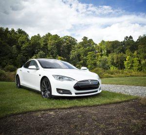 電気自動車 300x276 - あなたの愛車を上手に写真に収めるコツ